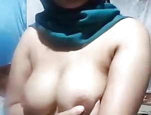 Amateur;Asian;Indonesian;Big Tits;Girl Masturbating Chubby busty...