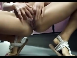 big;cock;asian,Asian;Big Dick;Blowjob;Solo Female 妹子在更衣室自慰1