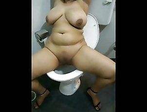 Asian;HD Videos;Sri Lankan;Pissing;Pee sri lankan hot pee